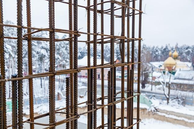 Bewehrungsrahmenbewehrung für betonrahmenhaus, ziegelhaus, schalung zum betonieren, baustelle, hausbau