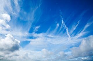 Bewölktem himmel landschaft
