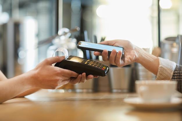 Bezahlung im cafe