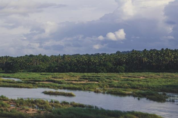 Bharatha-fluss mit sehr wenig wasser
