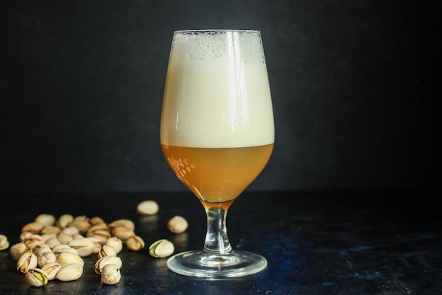 Bier in einem glasgetränk