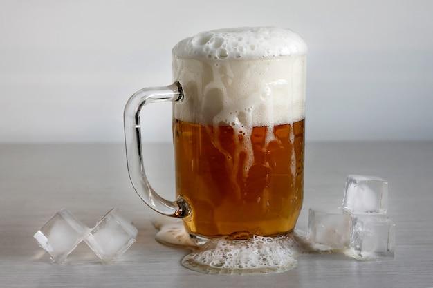 Bier in einem traditionellen deutschen feiertag