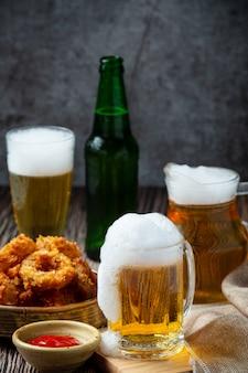 Bier mit knusprigen vorspeisen, weltbiertag.