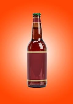 Bierflaschenmodell mit leerem etikett auf braunem hintergrund. oktoberfest-konzept.