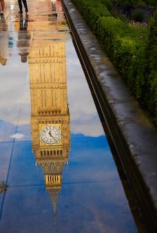 Big ben clock tower-pfützenreflexion london