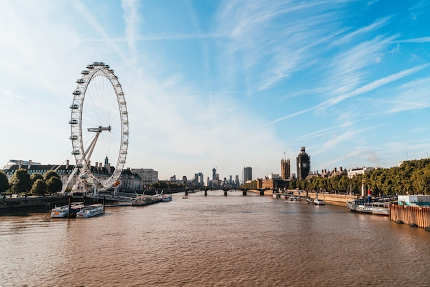 Big ben und westminster bridge in london