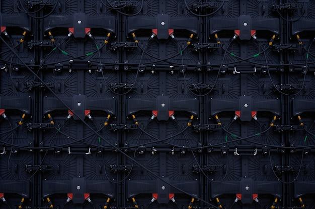 Big screen monitor anzeigegruppe led-panels rückansicht von hinten mit kabelanschluss mit vielen kleinen abschnitten