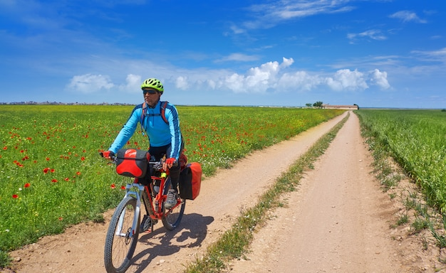 Biker von camino de santiago mit dem fahrrad
