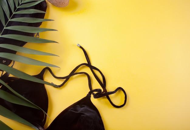 Bikini badeanzug aus schwarzem samt