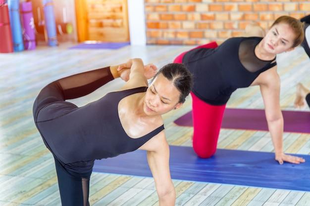 Bikram yoga hand und handgelenk dehnübungen