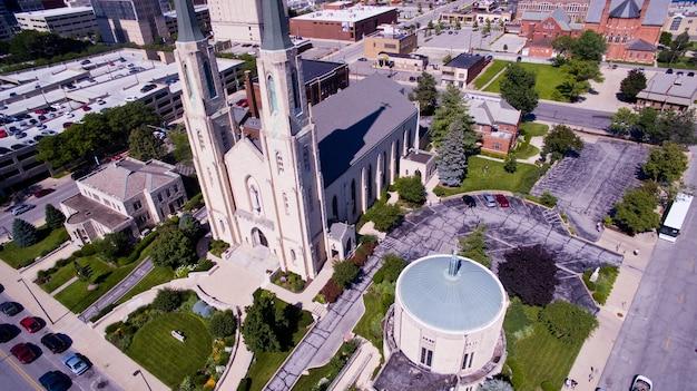 Bild der großen kirche trinity english mitten in der innenstadt von fort wayne