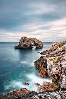 Bild der malerischen strände von torimbia und toranda, asturien, spanien.