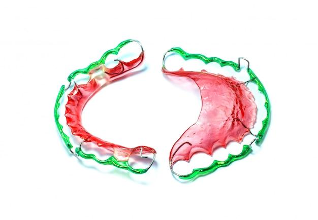 Bild der zahnspange (retainer) isoliert
