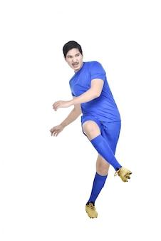 Bild des asiatischen fußballspielermannes mit blauem trikot in der aktion