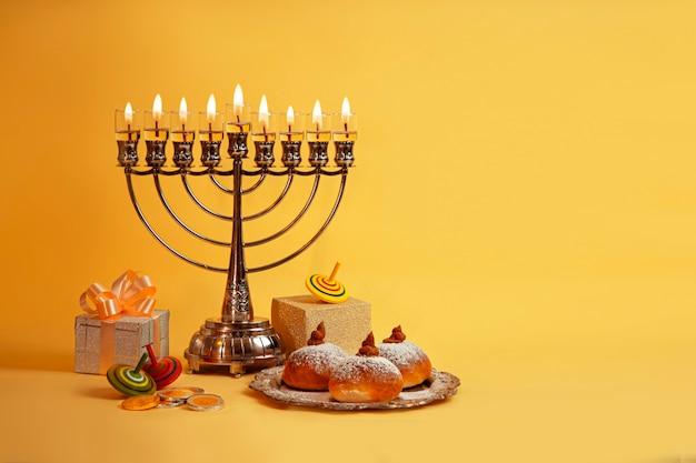 Bild des jüdischen feiertags chanukka mit menora