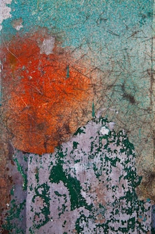 Bild einer grün-weißen und rot gealterten betonwand, die sich mit altershintergrund ablöst