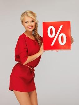 Bild einer schönen frau im roten kleid mit prozentzeichen