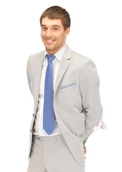 Bild eines gutaussehenden mannes mit blumen in der hand