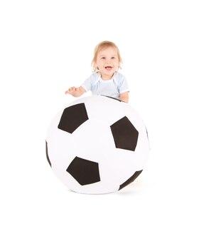 Bild von baby mit fußball über weiß