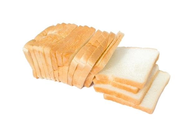 Bild von geschnittenem weichem und klebrigem köstlichem weißbrot zum frühstück auf weißem lokalisiertem hintergrund