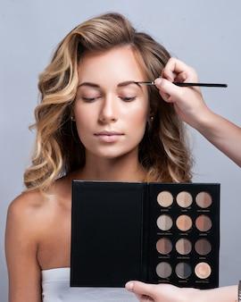 Bilden. augenbrauen-makeup