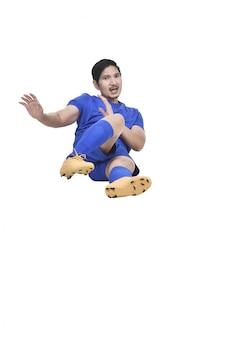 Bilder des asiatischen männlichen fußballspielers, der das schieben des geräts tut