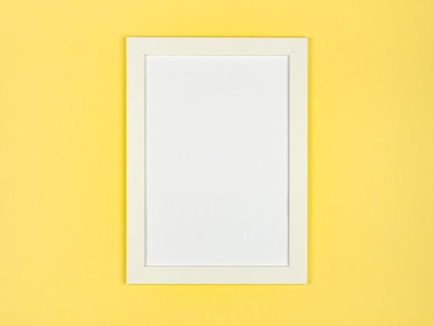 Bilderrahmen flach lag auf strukturiertem pastellfarbenem papierhintergrund