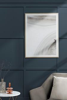 Bilderrahmen mit abstrakter kunst von einem grauen samtsessel