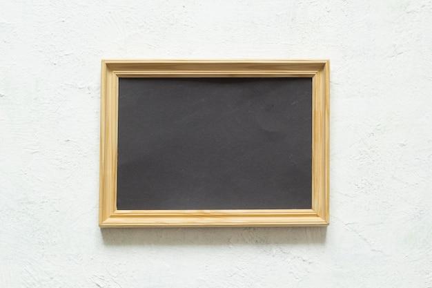 Bilderrahmen mit einem sauberen schwarzen hintergrund für das schreiben des textes. kopieren sie platz.