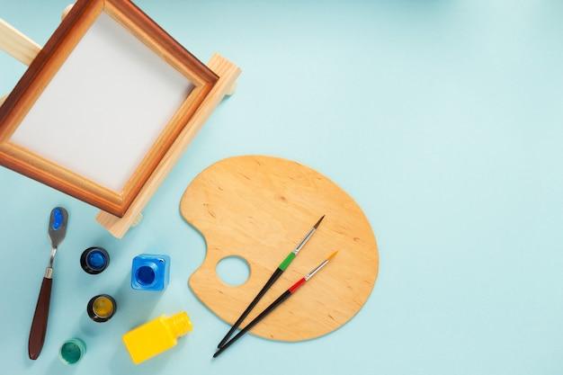 Bilderrahmen und farben auf abstraktem hintergrund