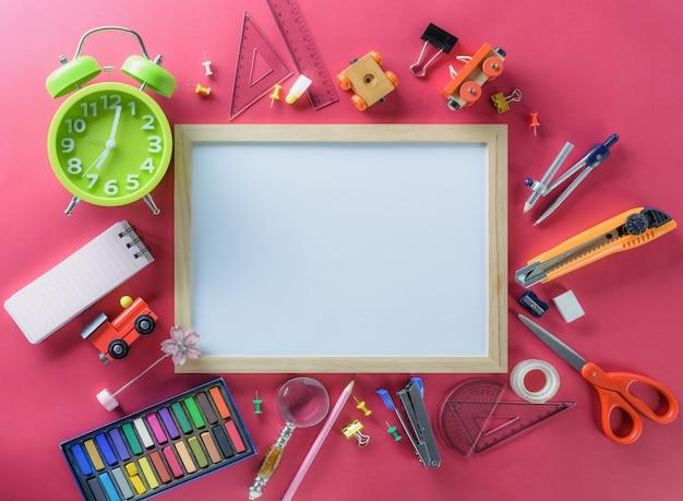 Bildung, zurück zu schulkonzepthintergrund mit kopienraum