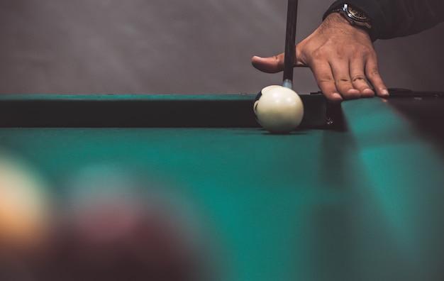 Billard im pool spielen