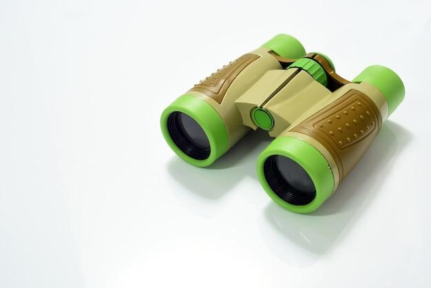 Binokulares spielzeug der grünen und braunen farbe