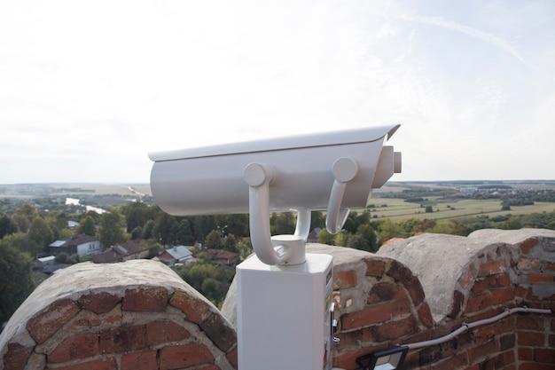 Binoskop oder stationäres fernglas für aussichtsplattform