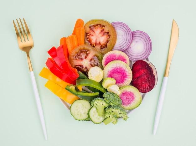Bio gesunder salat bereit serviert zu werden