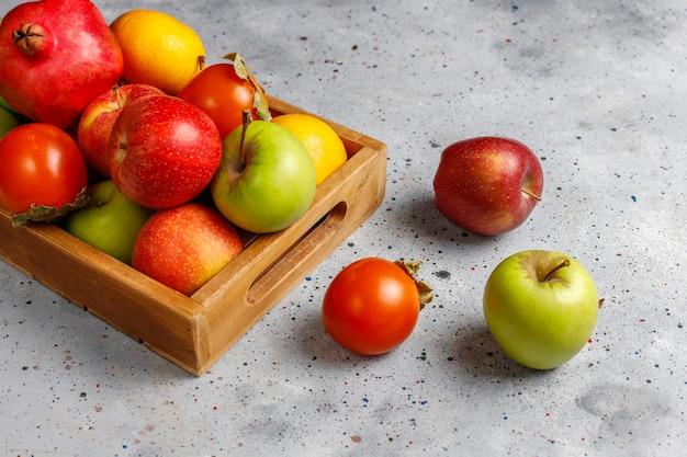 Bio-herbstfrüchte. Kostenlose Fotos