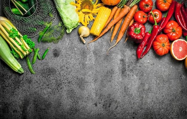 Bio-lebensmittel. frisches gemüse und obst.
