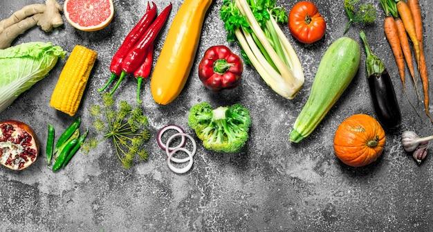 Bio-lebensmittel. frisches obst und gemüse.