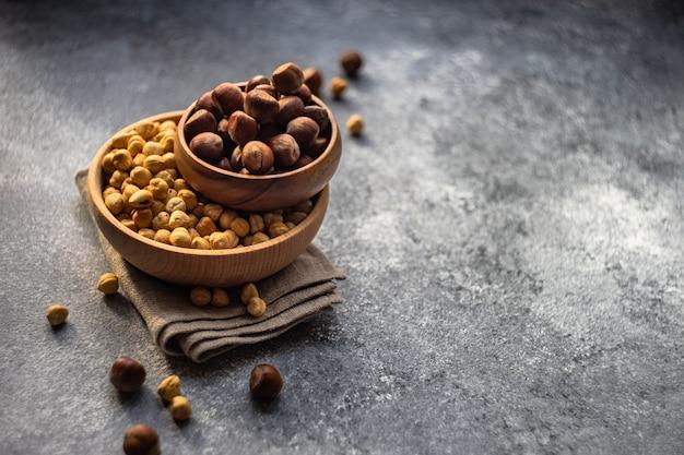 Bio-lebensmittelkonzept mit nüssen