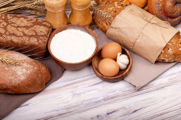 Bio-zutaten für die brotzubereitung teigzubereitung