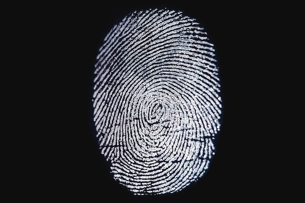 Biometrischer fingerabdruckscanner auf dunklem hintergrund