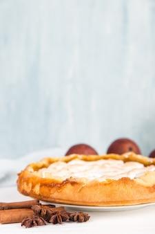 Birnen köstliche torte, hausgemachtes gebäck mit zimt, süßes dessert zum frühstück. speicherplatz kopieren.
