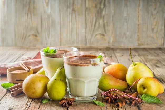 Birnen-smoothie mit schokolade und gewürzen