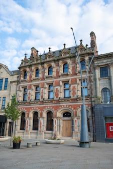 Bishop, auckland, großbritannien, 27. juli 2021. bishop auckland rathaus. nr. von großbritannien, beliebte stadt zu besuchen. schöne alte britische gebäude.