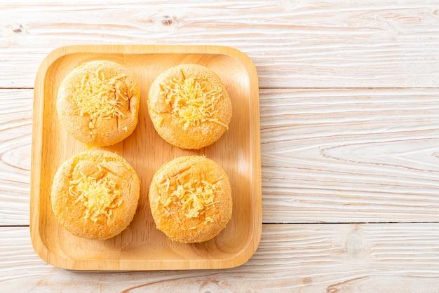 Biskuitkuchen mit käse