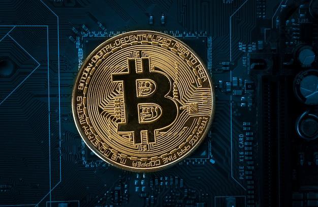 Bitcoin auf dem computer-motherboard