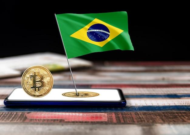 Bitcoin brasilien auf der flagge brasiliens. bitcoin-nachrichten und rechtslage im brasilianischen konzept.