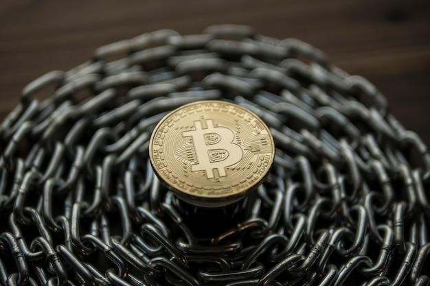 Bitcoin. btc. kryptowährung bitcoin. bitcoin-münze an der kette