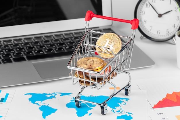 Bitcoin im mini-einkaufswagen