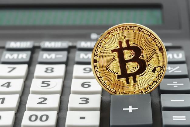 Bitcoin-münze und taschenrechner